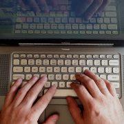 šifra kompjuter društvene mreže laptop