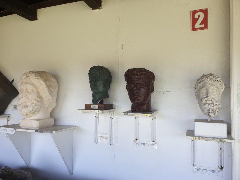 Ostaci statue cara Konstantina - drga statua